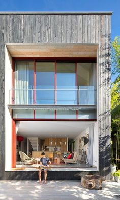 Modern two-storey house located in Vancouver, Canada, designed by Measured Architecture. Vancouver, Interior Exterior, Exterior Design, Wood Cladding Exterior, Building A Container Home, Two Storey House, Interior Architecture, House Design, Green Roofs