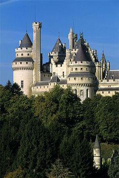 Château de Pierrefonds, Picardie, France || Camelot in Merlin!! ❤️