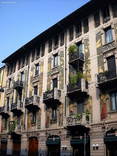 #Milan, we stayed in one of these balcony apartments when we were in Milan in 2004. Fabulous views !