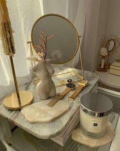 Room Design Bedroom, Room Ideas Bedroom, Bedroom Decor, Rooms Ideas, Deco Studio, Uni Room, Room Goals, Aesthetic Room Decor, Gold Aesthetic