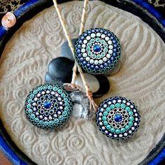 ¿Buscando una piedra de mandala pero no puede encontrar exactamente lo que buscas? HECHO por encargo - Mandala de piedra. ---piedra tamaños rango entre 2.5- 3. ---elegir sus propios colores o ser sorprendido! ---ver un patrón que te gusta, me avisan. ---incluir un pequeño