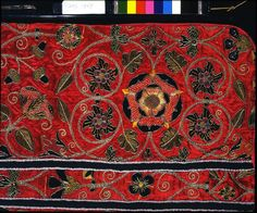 A late-sixteenth-century English chasuble; the embroidered motifs include a Tudor rose (symbol of the Tudor dynasty) and acorn and oak leaf (a symbol of England). Tudor History, British History, Symbol Of England, Medieval Embroidery, Tudor Dynasty, Acorn And Oak, Tudor Rose, Wars Of The Roses, The V&a