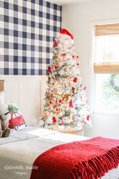 Charlie's Snowy Christmas Bedroom - Classic Christmas Bedroom Christmas Plants, Small Christmas Trees, Christmas Tree Pattern, Plaid Christmas, Christmas Holidays, Christmas Decorations, Holiday Decor, Tree Bedroom, Bedroom Plants
