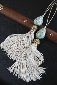 I K I - Silk drawer tassels Diy Tassel, Tassel Jewelry, Tassel Earrings, Beaded Jewelry, Tassels, Red Necklace, Tassel Curtains, Glands, Passementerie