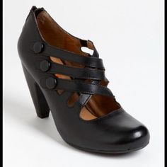"""Miz Mooz Scarlett Pump! 7 1/2 Brand New In Box Miz Mooz Scarlett Pump! Black 7 1/2 New In Box!! Curvy cuts and covered buttons charm a round-toe pump with vintage appeal. Back zip closure. Approx. heel height: 3"""". Leather upper and lining/rubber sole. Miz Mooz Shoes Heels"""