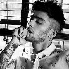 Insane for Zayn. Zayn Malik Photoshoot, Zayn Malik Hairstyle, Zayn Malik Pics, Zany Malik, Zayn Malik Style, Liam Payne, Bad Boys, How To Look Better, Handsome
