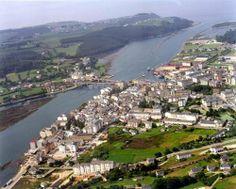 Navia y la desembocadura del Río Navia vistas desde el cielo