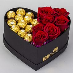 Candy Bouquet Diy, Flower Bouquet Diy, Bouquet Box, Gift Bouquet, Flower Box Gift, Flower Boxes, Chocolate Flowers Bouquet, Rosen Box, Valentines Gift Box