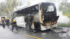 Seis personas muertas y varios heridos tras incendio de autobús por caída de cable electrico