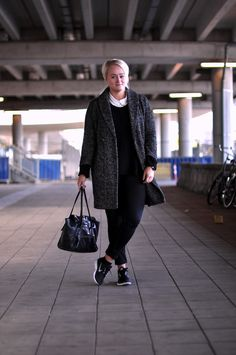 outfit oversized tweed coat nike H collar