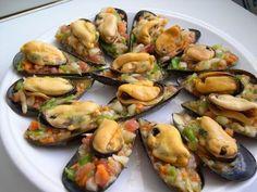 Mussels in vinaigrette salad Squid Recipes, Tilapia Recipes, Mexican Food Recipes, Diet Recipes, Cooking Recipes, Healthy Recipes, Ethnic Recipes, Crawfish Recipes, Pizza Appetizers