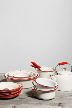I know it is only available in the US but I love this set of enamel kitchen set is just blooming gorgeous.