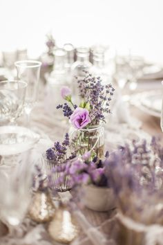 Französische Lavendelinspiration von der rhein-weiss French lavender inspiration from the rhine-white Lavender Wedding Decorations, Purple Wedding Cakes, Lilac Wedding, Bridal Shower Decorations, Wedding Centerpieces, Wedding Table, Floral Wedding, Wedding Colors, Rustic Wedding