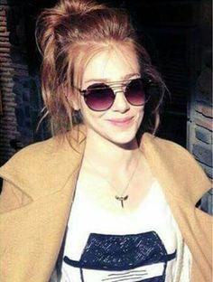 Elçin Sangu Turkish Fashion, Turkish Beauty, Prettiest Actresses, Beautiful Actresses, Eyebrow Makeup Tips, Elcin Sangu, Beautiful Red Hair, Fashion Photography Poses, Turkish Actors