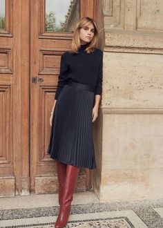 Damen Mode Herbst/Winter image Where To Find Cheap Wedding Dresses If you don't want to spend too mu Mode Outfits, Skirt Outfits, Fall Outfits, Fashion Outfits, Womens Fashion, Black Outfits, Black Pleated Skirt Outfit, Midi Skirt Casual, Luxury Fashion