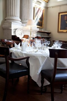 Inicio - La Sociedad de Honor de pensiones de King. Education And Training, Dublin, Table Settings, Home, Ad Home, Place Settings, Homes, Haus, Tablescapes