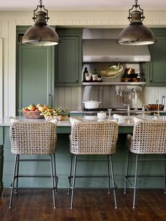 Hunter Green Kitchen Island with Rush Seat Swivel Stools - Cottage - Kitchen Green Kitchen Island, New Kitchen, Kitchen Dining, Kitchen Decor, Kitchen Ideas, Ranch Kitchen, Country Kitchen, Quirky Home Decor, Cheap Home Decor