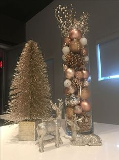 50 Rose Gold Christmas Decor Ideas so that your home tells a Sweet Romantic Stor. - 50 Rose Gold Christmas Decor Ideas so that your home tells a Sweet Romantic Story – Hike n Dip – Christmas 2019 - Rose Gold Christmas Decorations, Christmas Centerpieces, Christmas Tree Decorations, Rose Gold Christmas Tree, Christmas Tree Ideas, Elegant Christmas, Christmas Time, Christmas Crafts, Christmas Ornaments