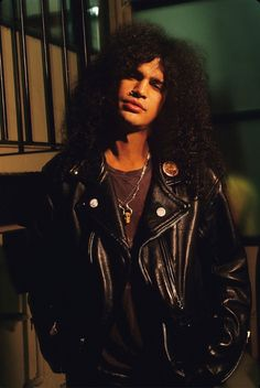 SLash He'd be gorgeous if he cut his locks out of his eyes and away from his face. Then shit can the top . I'm sorry Slash lovers, the gotta go....Old style that is really not the best at bringing out the cutie in him. For now, he denies us eye candy. What a waste