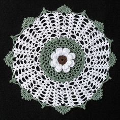 Crowned Daisy Doily