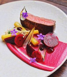 [Revisited] Pan fried beef fillet with butter glaze, beetroot purée, salt baked beetroot and pickled Pureed Food Recipes, Gourmet Recipes, Gourmet Desserts, Food Design, Food Plating Techniques, Fried Beef, Food Decoration, Gastronomia, Cooking Tips