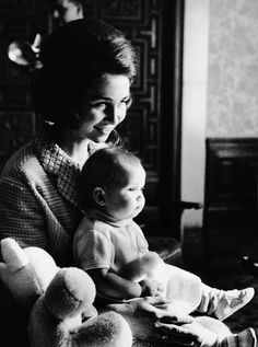 misshonoriaglossop:  Princess (now Queen) Sofia of Spain with her first child, Infanta Elena (b. December 20, 1963)