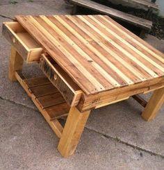 Mesa hecha con pallets, no tengo a quién pertenece la idea pero es muy linda.