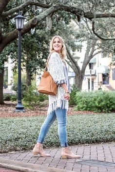Red Clover Boutique Savannah, Ga www.shopredclover.com  #style #ootd #boutique #falloutfit #transionalweather #cardigan #boots