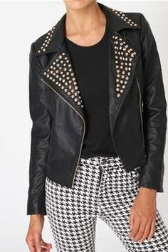 How to wear: The perfect leather jacket for you! #winter #fashion www.ddgdaily.com