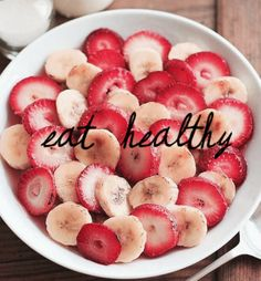 Glass of milk and a bowl of strawberries and bananas. Helloooo healthy and filling breakfast.I've had bananas and milk for breakfast, but this seems so much more satisfying! Healthy Snacks, Healthy Eating, Healthy Recipes, Healthy Exercise, Easy Recipes, Clean Eating, Good Food, Yummy Food, Tasty