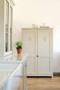 deVOL Shaker Pantry Cupboard painted in 'Mushroom'.