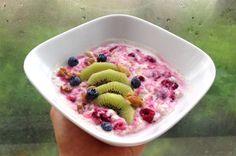 Overnight oats med lun bringebærsaus og vanilje. Foto: Linda Stuhaug