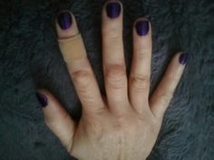 My Pretty NAILS last week...I DO whit my hands, not long nails. I like Change  olours. U? SMILE