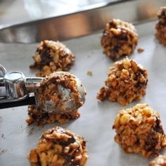 No-bake chocolate chip peanut butter granola bites. Very reminiscent  of Quaker Chewy Granola Bars!