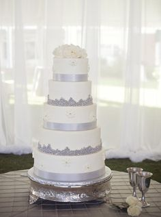 Silver and white wed