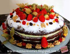 Mais um Naked Cake  Este bolo realmente é um sucesso!!! Muitas pessoas estão procurando pelo Naked Cake.   Esta foi nossa última encomenda, massa de chocolate, recheios de coco e de damasco, super molhadinho: