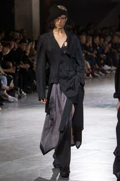 Yohji Yamamoto Spring 2018 Ready-to-Wear Collection Photos - Vogue