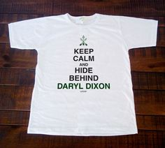 Camiseta e Babylook - Keep-Calm and hide Behind Daryl-Dixon   The Walking Dead
