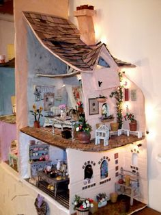 Dolls houses display lives in miniature Miniature Rooms, Miniature Houses, Doll Furniture, Dollhouse Furniture, Dollhouse Dolls, Dollhouse Miniatures, Mini Doll House, Fairy Houses, Doll Houses