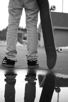 Skateboarding Black and White Photography, Skater Skateboard Images, Skateboard Videos, Skate Longboard, Skate Surf, Skater Kid, Snap Out Of It, Skater Style, Wakeboarding, Longboarding