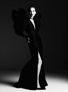 Дженнифер Лоуренс (Jennifer Lawrence) в фотосессии Бена Хассетта (Ben Hassett) для журнала Harper's Bazaar (2013).