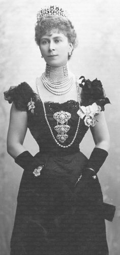 Princess Victoria Mary of Teck - later to become Queen Mary The grandmother of HM Queen Elizabeth II Prince And Princess, Princess Mary, Princess Victoria, Queen Victoria, Queen Mary, King Queen, Reine Victoria, Kensington, Do It Yourself Fashion