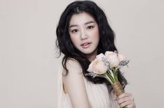 The management agency, Sidus HQ, of actress Lee Yu Bi reveals that they plan to show no mercy on her blackmailer. Beauty Art, Beauty Women, Hair Beauty, Lee Yu Bi, Won Bin, Lee Hyun Woo, Most Handsome Actors, Asian Hair, Korean Actresses