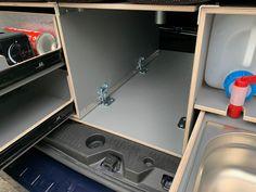 MICA Camperbox met zit, keuken en bed module! - 3DotZero Automotive BV Volkswagen Caddy, Berlingo Camper, Kangoo Camper, Minivan Camping, Van Home, Chevy Van, Mini Camper, Extra Storage Space, Kitchen Units