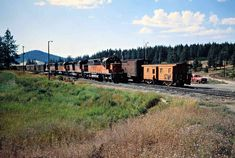Railroad Photography, Art Photography, Milwaukee Road, Railroad Pictures, Rolling Stock, Diesel Locomotive, Train Tracks, Model Trains, Pacific Northwest
