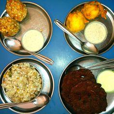 Sabudana Wada, Sabudana Khichdi, Thalipith and Batata Wada at Prakash
