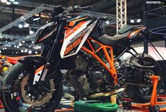 KTM 1290 Super Duke R 2017 will be the best bike of KTM during the 2017 season. It has a more powerful engine and a new look. Ktm Super Duke, New Ktm, Ktm Motorcycles, Ktm Duke, Jeep Cars, Street Bikes, Cool Bikes, Ducati, Motocross