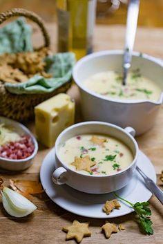 Allgäuer Käsesuppe mit Senf-Sternen stuttgartcooking: Allgäu cheese soup with mustard stars Casserole Recipes, Pasta Recipes, Soup Recipes, Dinner Recipes, Healthy Snacks, Healthy Recipes, Cheese Soup, Meatball Recipes, Slow Cooker Recipes
