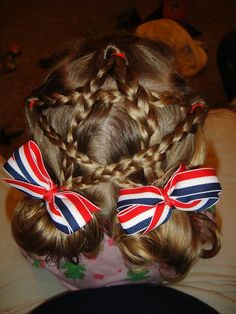 A cute 'Star Braid' for the 4th of July! (now just got to add another point for star of david and this will be great for Hanukkah!)