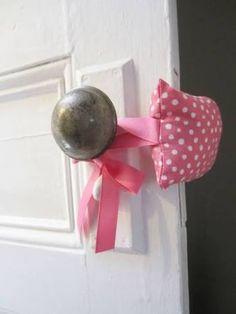 Resultado de imagem para protetor de porta em tecido